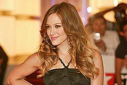 希拉里·达芙(Hilary Duff)发布了令人欣慰的女儿银行视频,他们在今晚出生/娱乐后拥抱自己的时刻