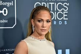 詹妮弗·洛佩兹(Jennifer Lopez)在纽约约会之夜与亚历克斯·罗德里格斯(Alex Rodriguez)炫耀她巨大的订婚戒指-见照片!/今晚娱乐